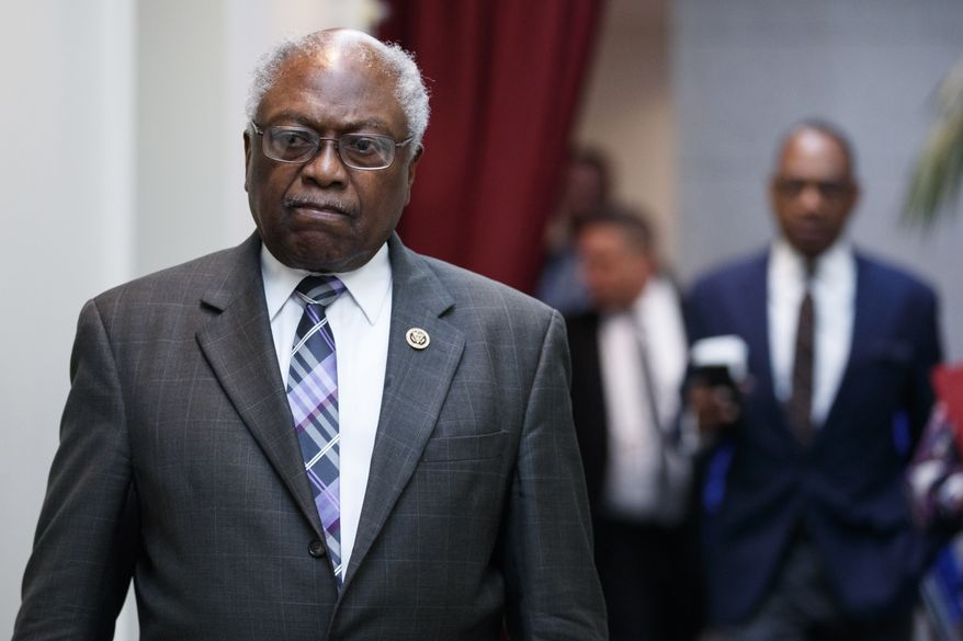 Rep. James Clyburn, D-S.C., walks to a closed Democratic Caucus meeting on Capitol Hill in Washington, Friday, Jan. 4, 2019. (AP Photo/Carolyn Kaster) ** FILE **
