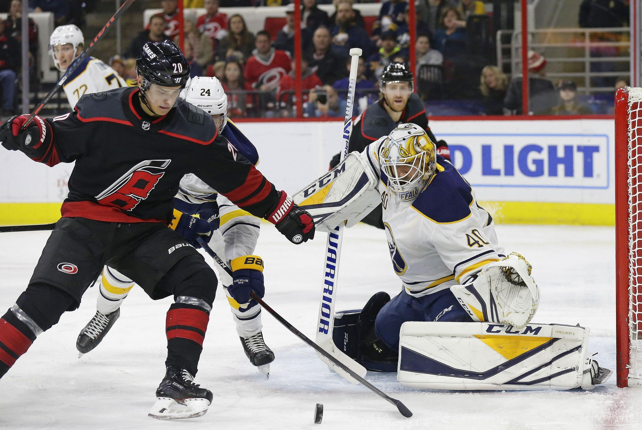 Sabres_hurricanes_hockey_14318_s2048x1371