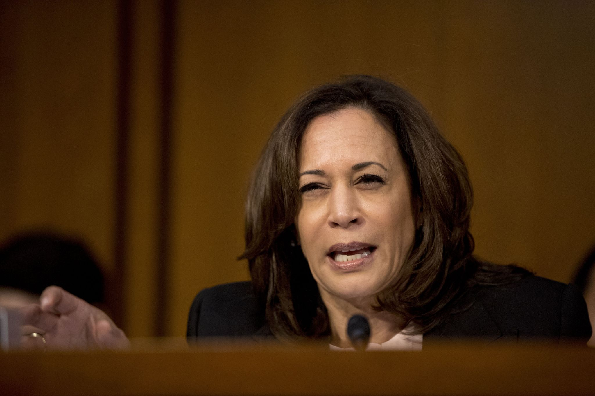 Sen. Kamala Harris to vote 'no' on AG nominee Barr