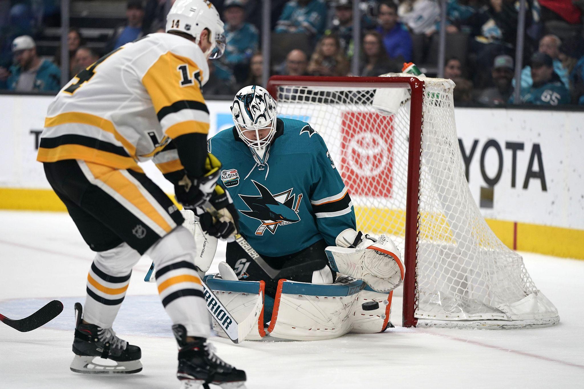 Penguins_sharks_hockey_90765_s2048x1365