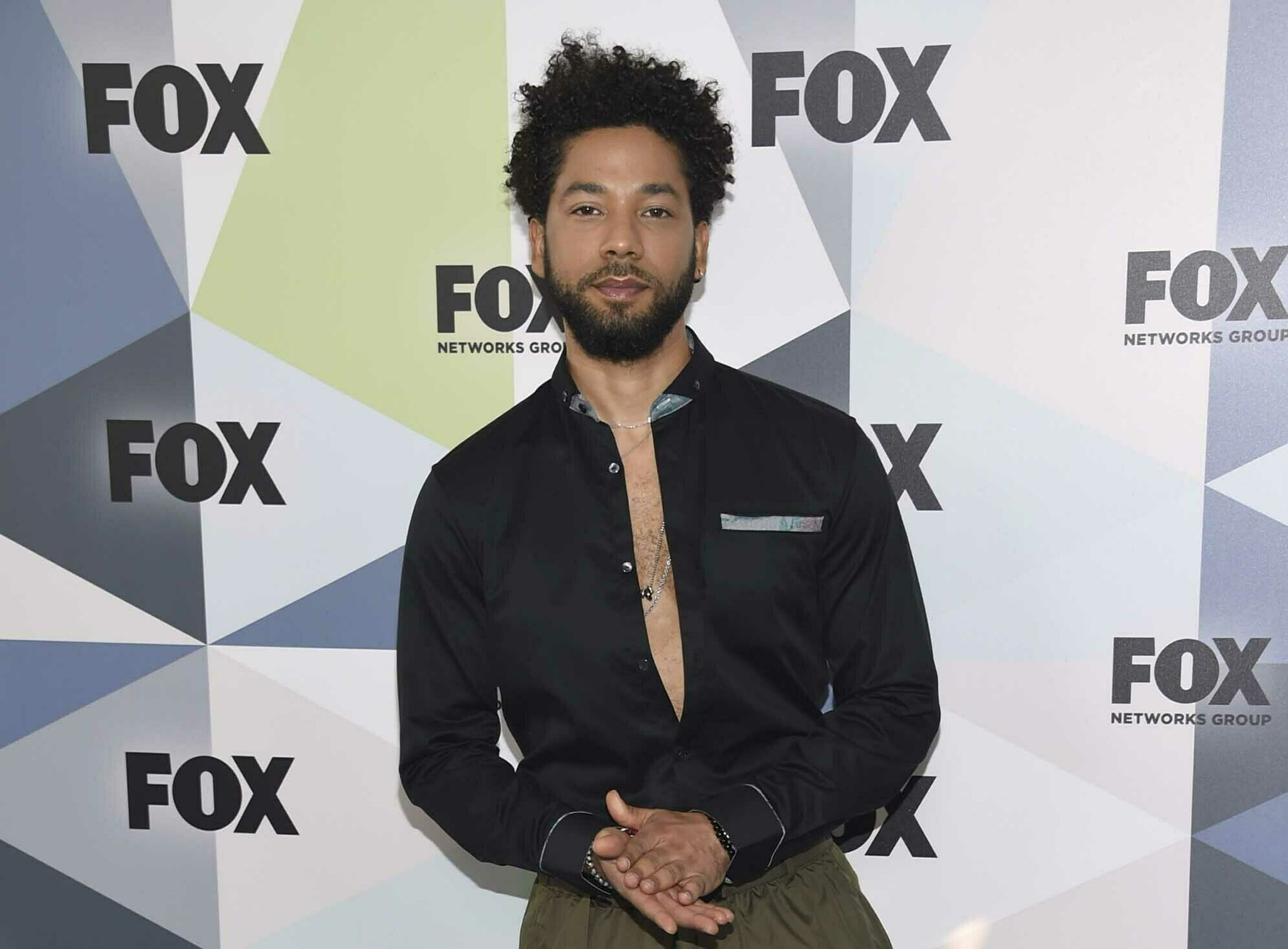 Jussie Smollett family assertion condemns 'racial and homophobic despise crime' thumbnail