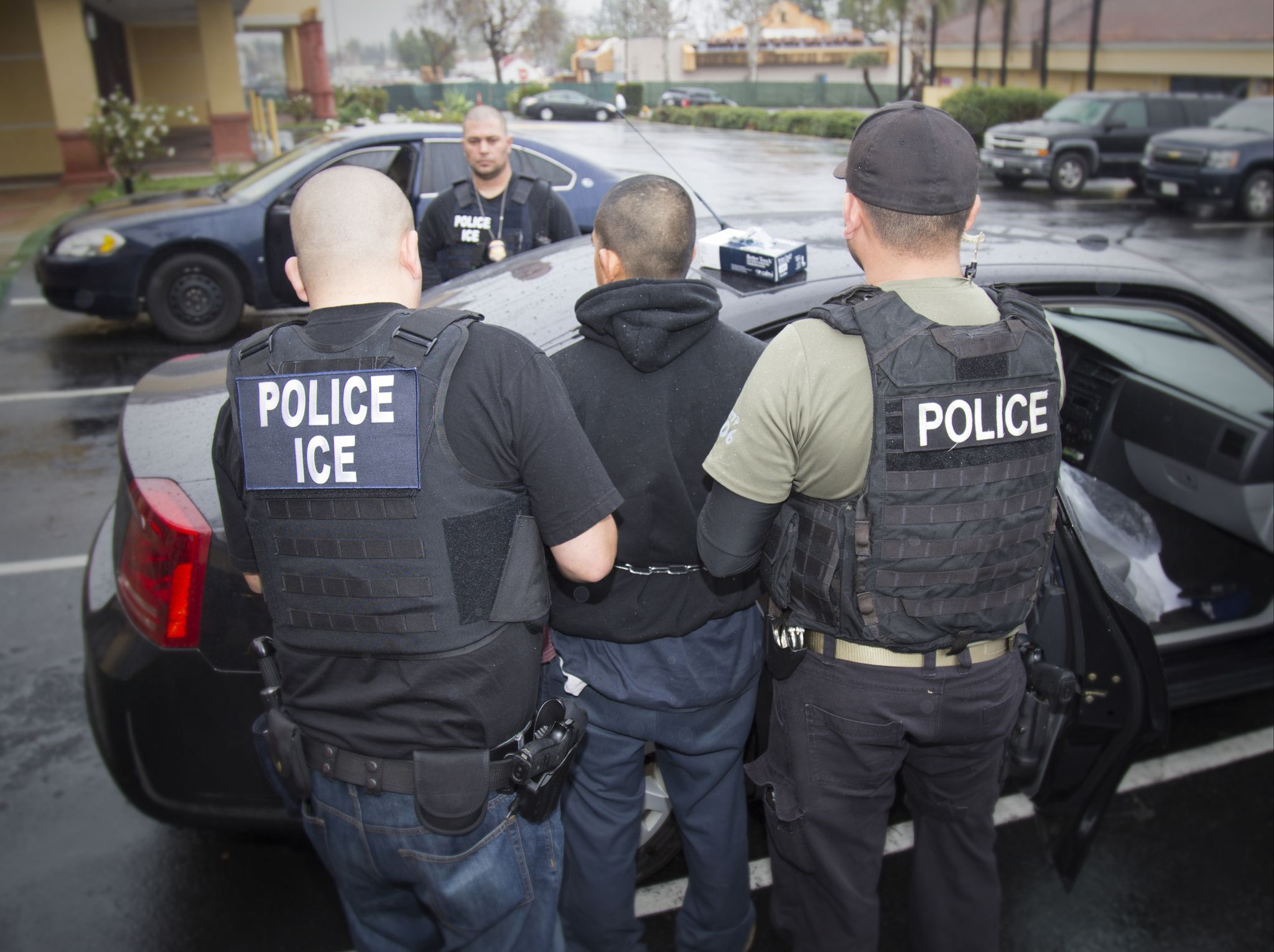 ICE releasing 1,000 illegal immigrant family members a day