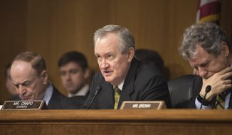 Sen. Mike Crapo, R-Idaho, center, Chairman of the Senate Banking, Housing and Urban Affairs Committee questions Federal Reserve Chairman Jerome Powell during hearing on on Tuesday, Feb. 26, 2019 in Washington. (AP Photo/Kevin Wolf)