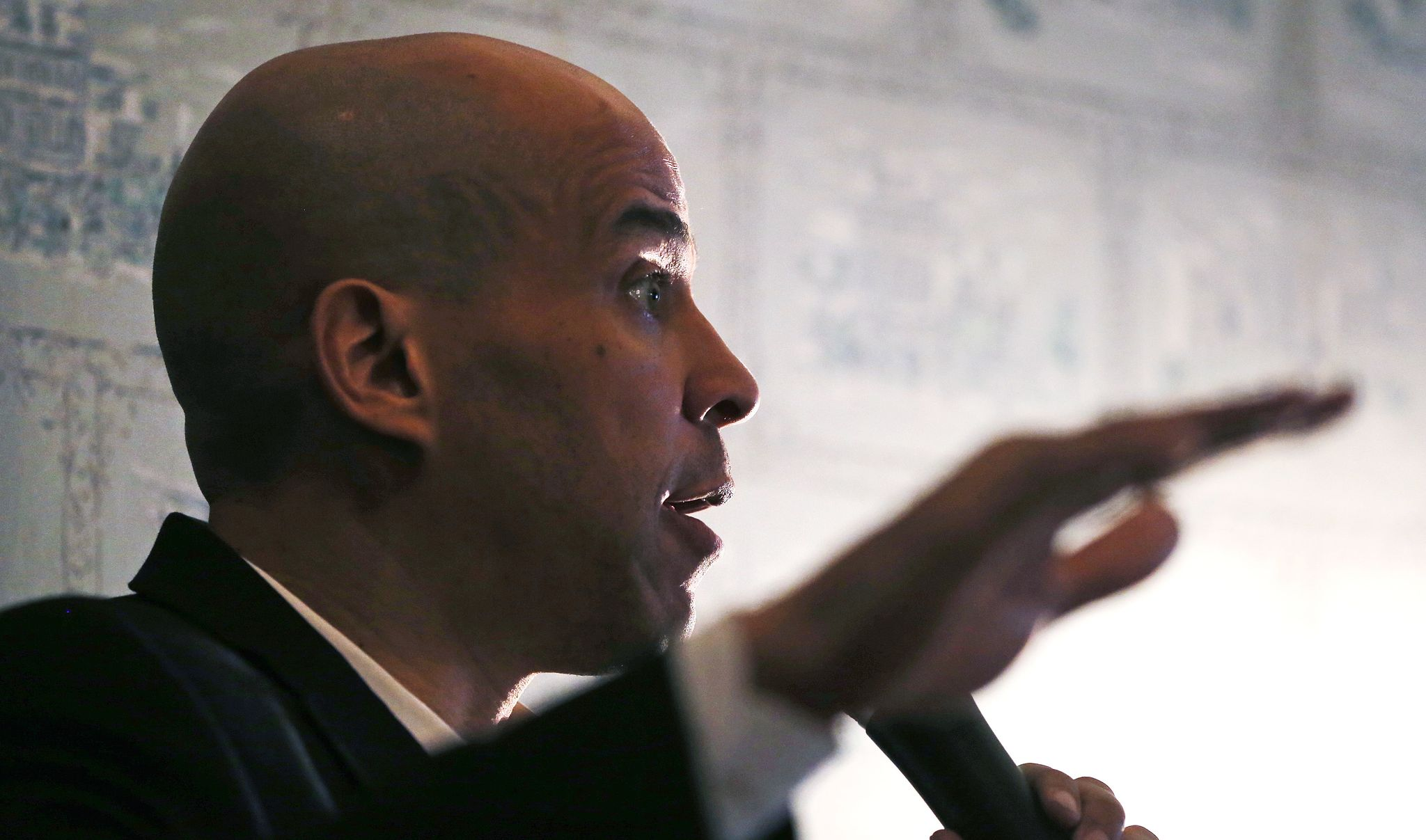 photo image Cory Booker warns of 'rising tide of white supremacy' after New Zealand mosque shootings