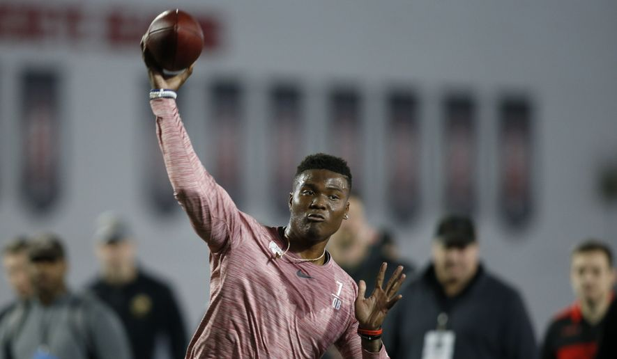 Ohio State quarterback Dwayne Haskins passes during NFL Pro Day at Ohio State University in Columbus, Ohio, Wednesday, March 20, 2019. (AP Photo/Paul Vernon)