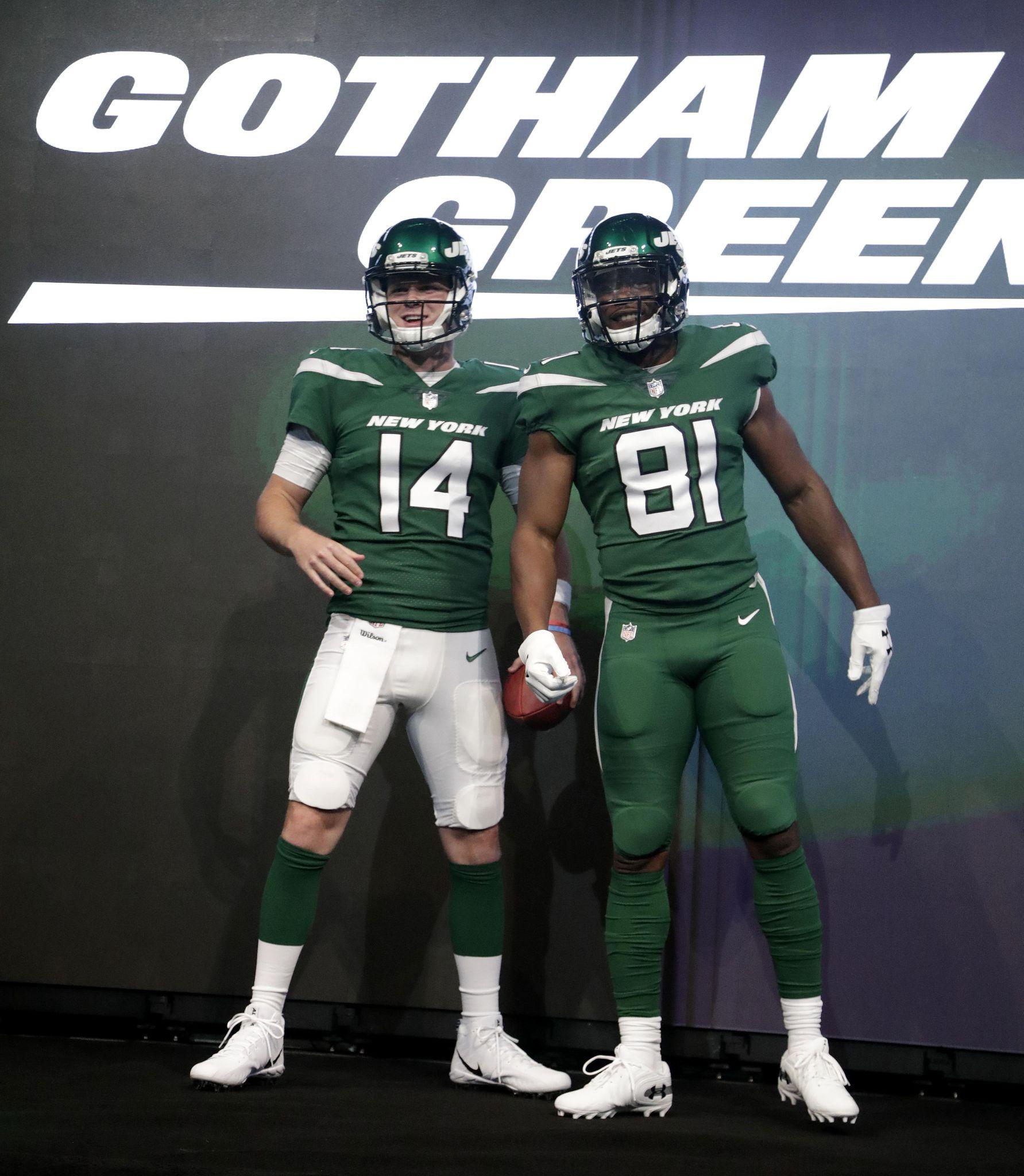 Jets_new_uniforms_football_59664_s1783x2048