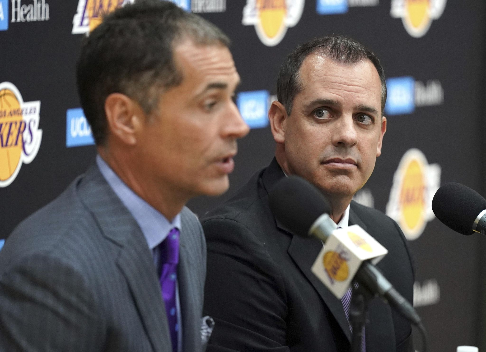 Lakers_coach_basketball_04009_s2048x1485