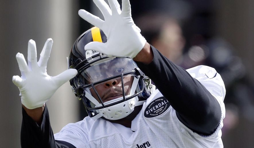 Pittsburgh Steelers wide receiver JuJu Smith-Schuster (19) makes a catch in drills during an NFL football practice, Tuesday, May 21, 2019, in Pittsburgh. (AP Photo/Keith Srakocic)