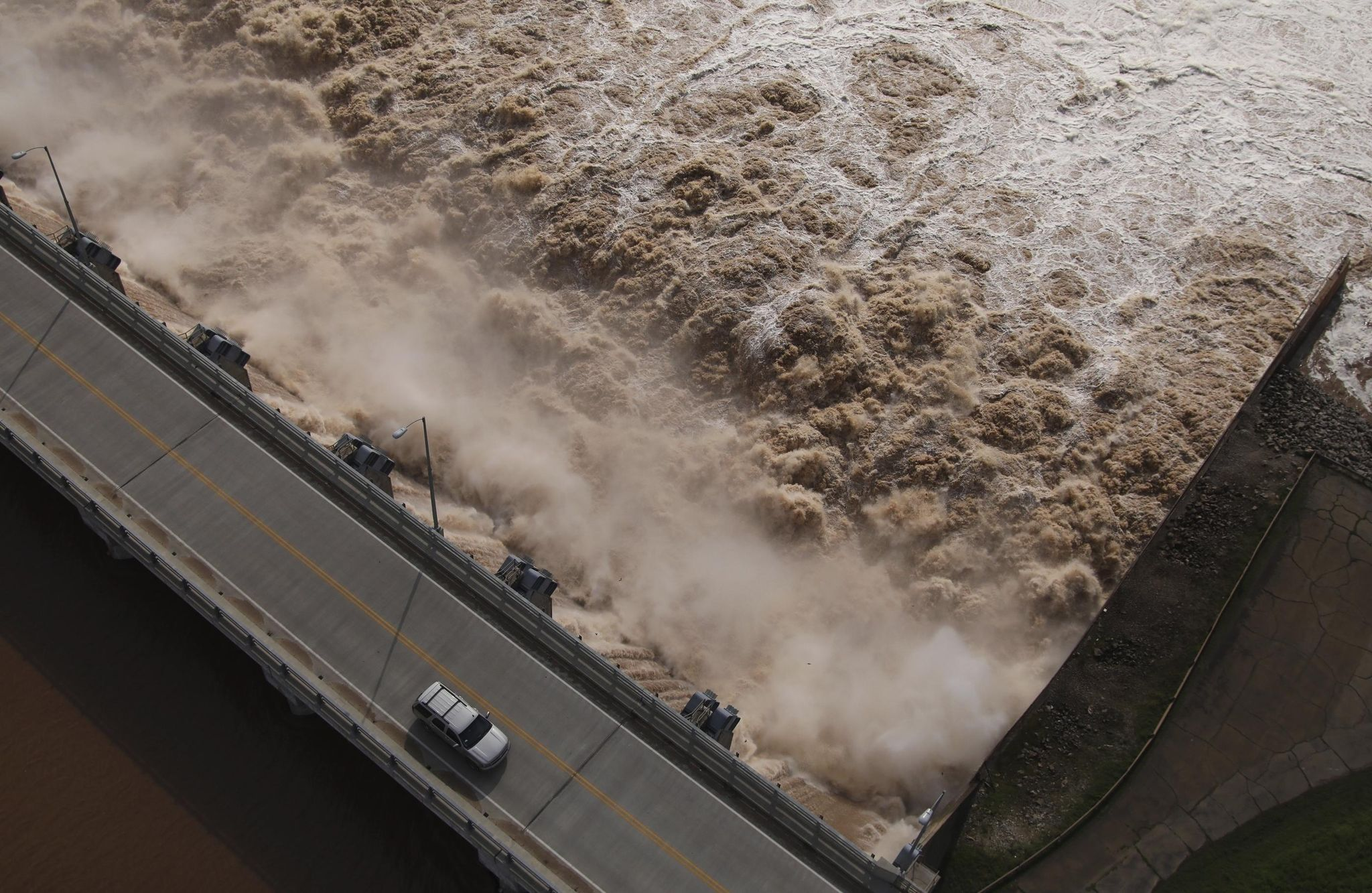 Some in Tulsa urged to leave home because of flooding risks