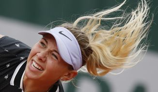 Amanda Anisimova of the U.S. serves against against Aryna Sabalenka of Belarus during their second round match of the French Open tennis tournament at the Roland Garros stadium in Paris, Thursday, May 30, 2019. (AP Photo/Christophe Ena )