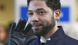 Actor Jussie Smollett waves as he leaves Cook County Court after his charges were dropped in Chicago, March 26, 2019. (AP Photo/Paul Beaty)  ** FILE **