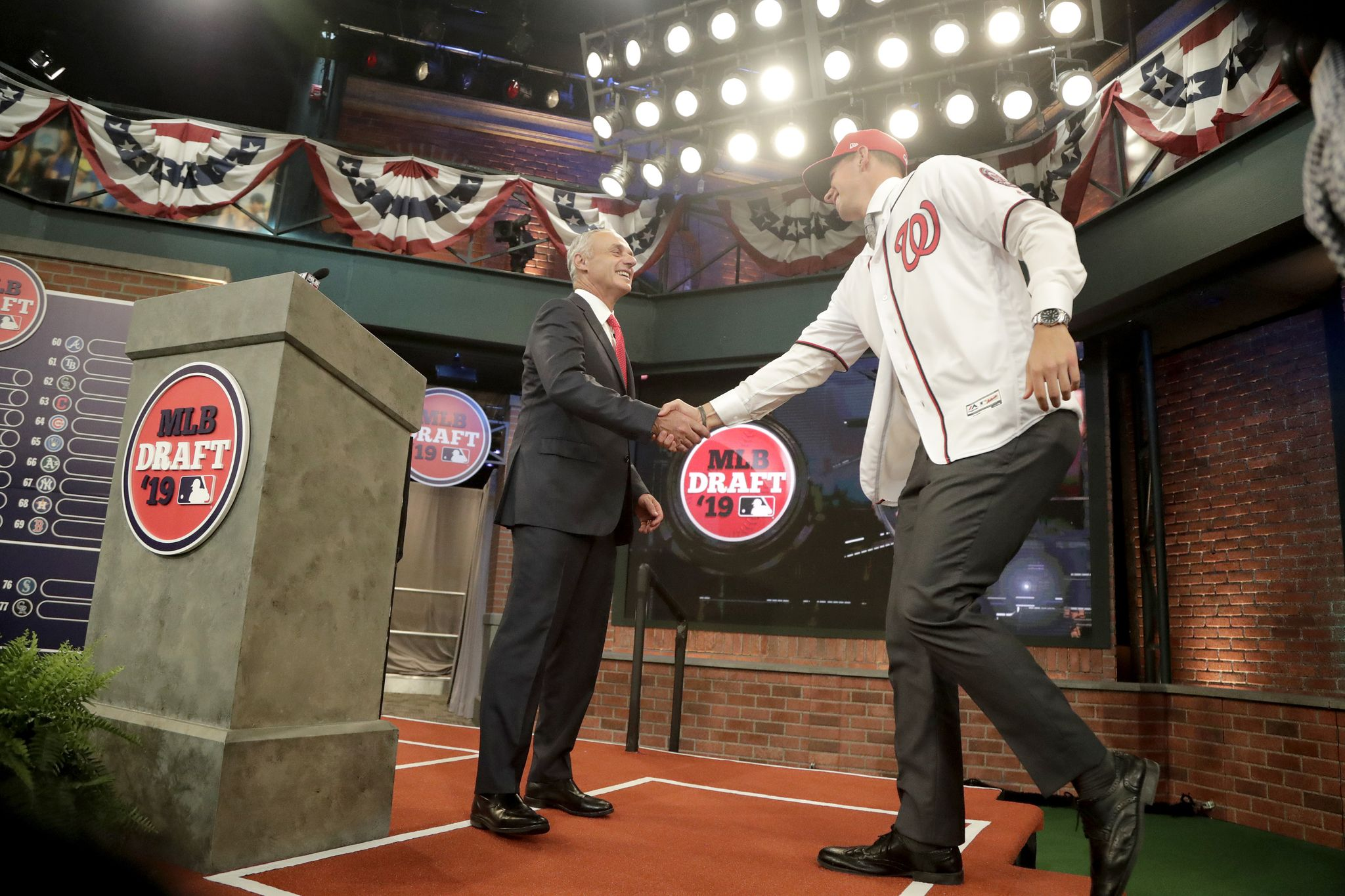 Nationals' top draft pick Rutledge signs