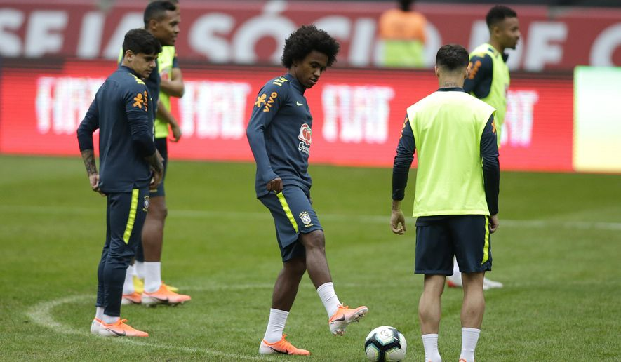 Brazil's Willian, center, attends a practice session of the national soccer team in Porto Alegre, Brazil, Saturday, June 8, 2019. Tite picked Willian on Friday to replace the injured Neymar for the Copa America. (AP Photo/Edison Vara)