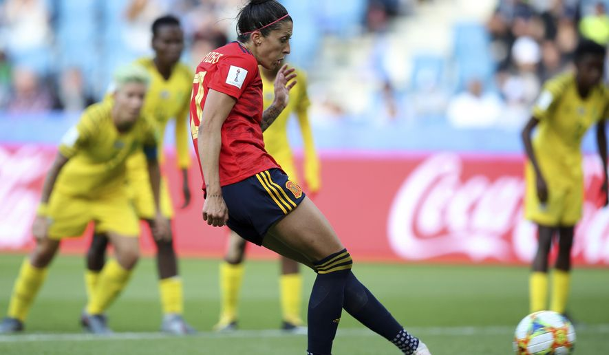 Spain's Jennifer Hermoso, center, on her way to scoring her teams first goal, on a penalty shot, during the Women's World Cup Group B soccer match between Spain and South Africa at the Stade Oceane in Le Havre, France, Saturday, June 8, 2019. (AP Photo/Francisco Seco)