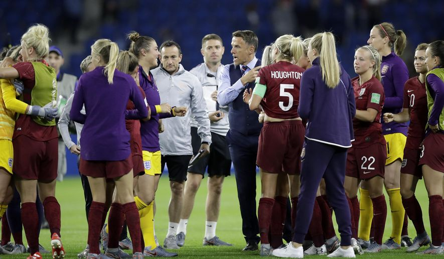 England head coach Philip Neville, center right talks to the players after the Women's World Cup Group D soccer match between England and Argentina at the Stade Oceane in Le Havre, France, Friday, June 14, 2019. (AP Photo/Alessandra Tarantino)