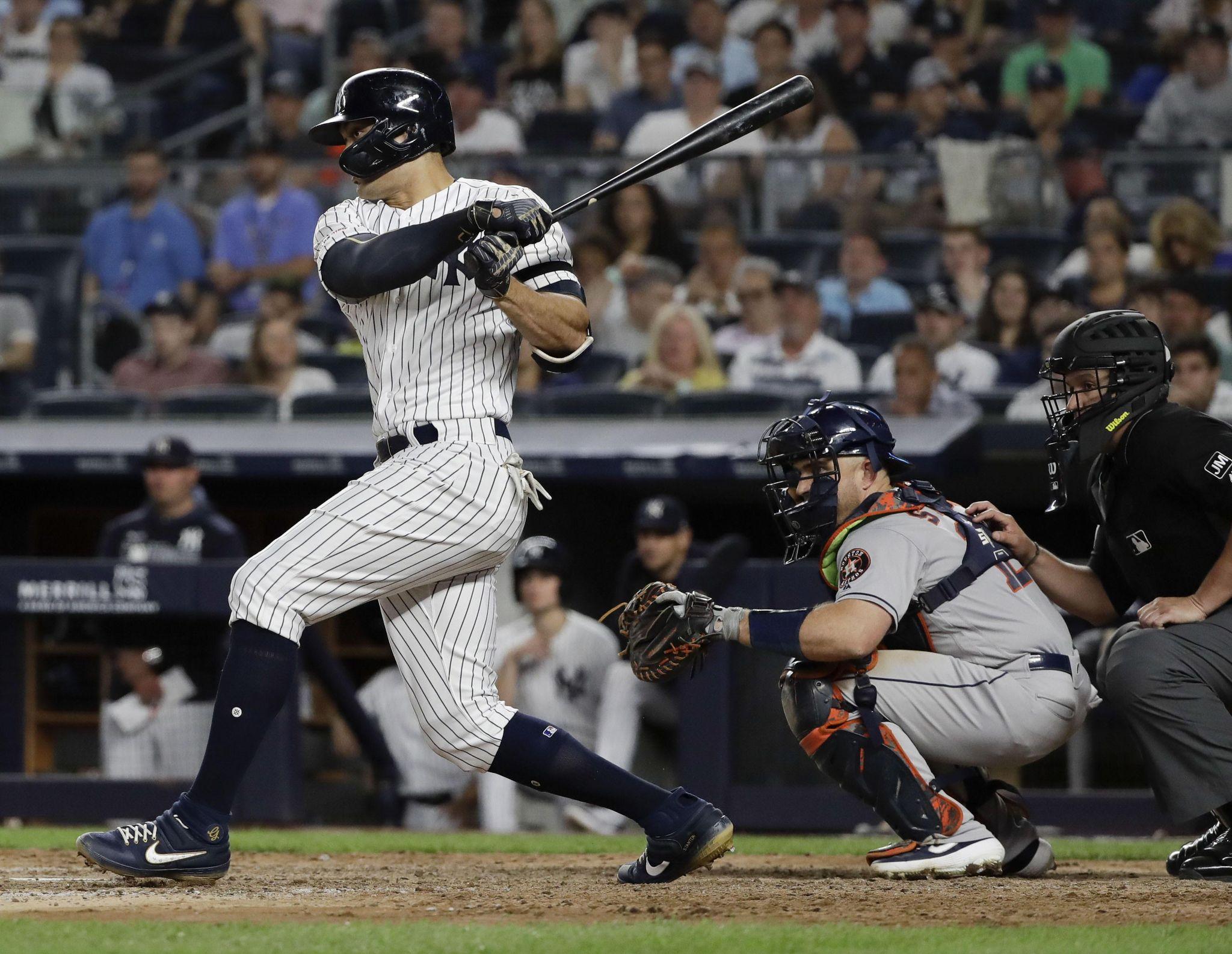 Astros_yankees_baseball_46254_s2048x1585