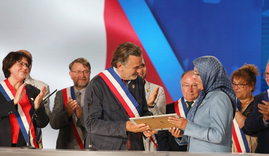 Mayor Legaret presented a plaque to Ms. Zohreh Akhyani, PMOI/MEK Secretary General (2011-2017), declaring Paris' 1st District as a sister city of Ashraf.