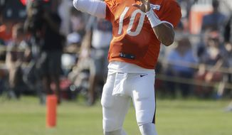 Chicago Bears quarterback Mitchell Trubisky throws a ball during an NFL football training camp in Bourbonnais, Ill., Sunday, July 28, 2019. (AP Photo/Nam Y. Huh)