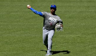 New York Mets pitcher Marcus Stroman warms up before the teams baseball game against the Chicago White Sox Wednesday, July 31, 2019, in Chicago. (AP Photo/Matt Marton)