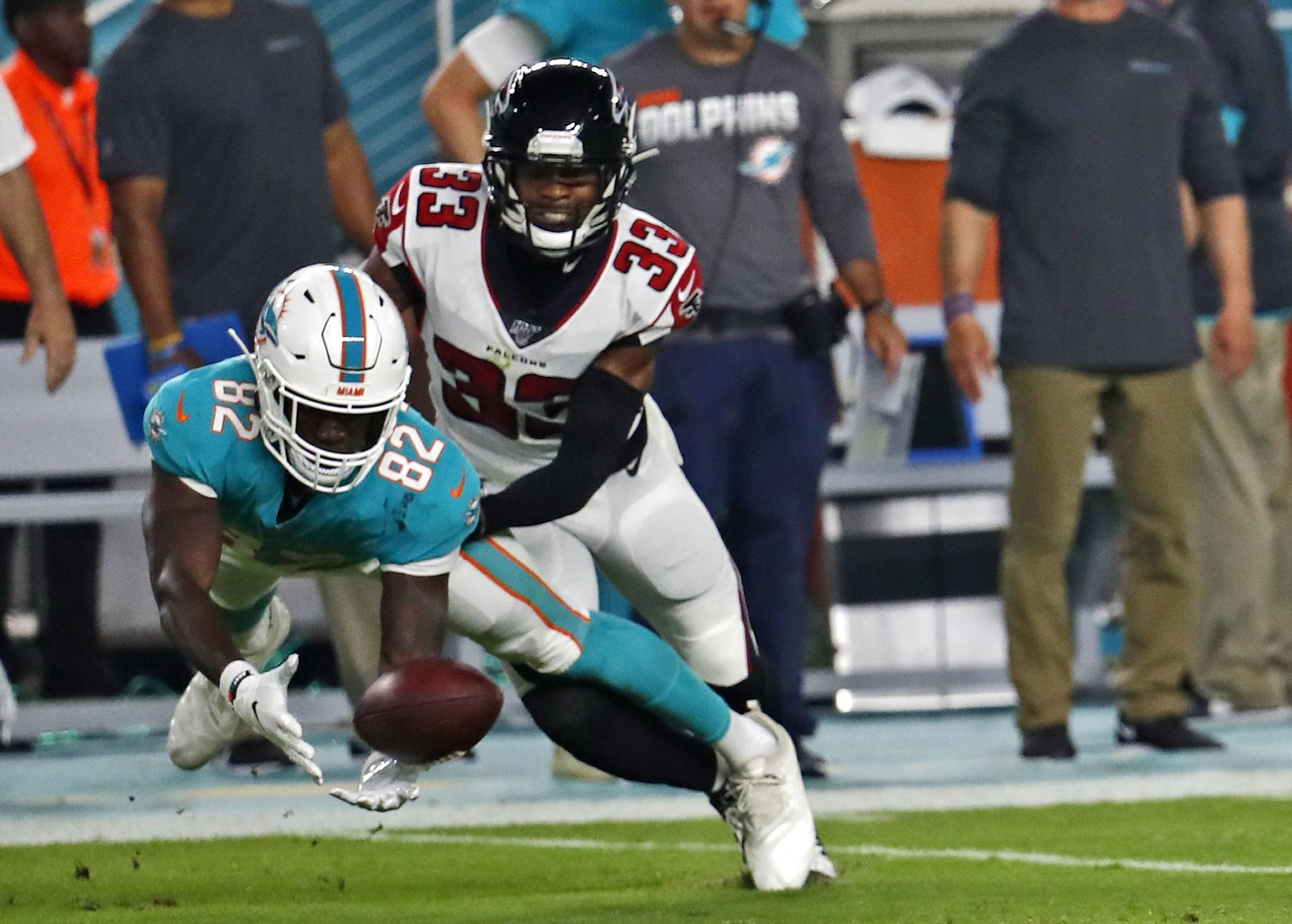 Falcons_dolphins_football_59650_s2048x1465