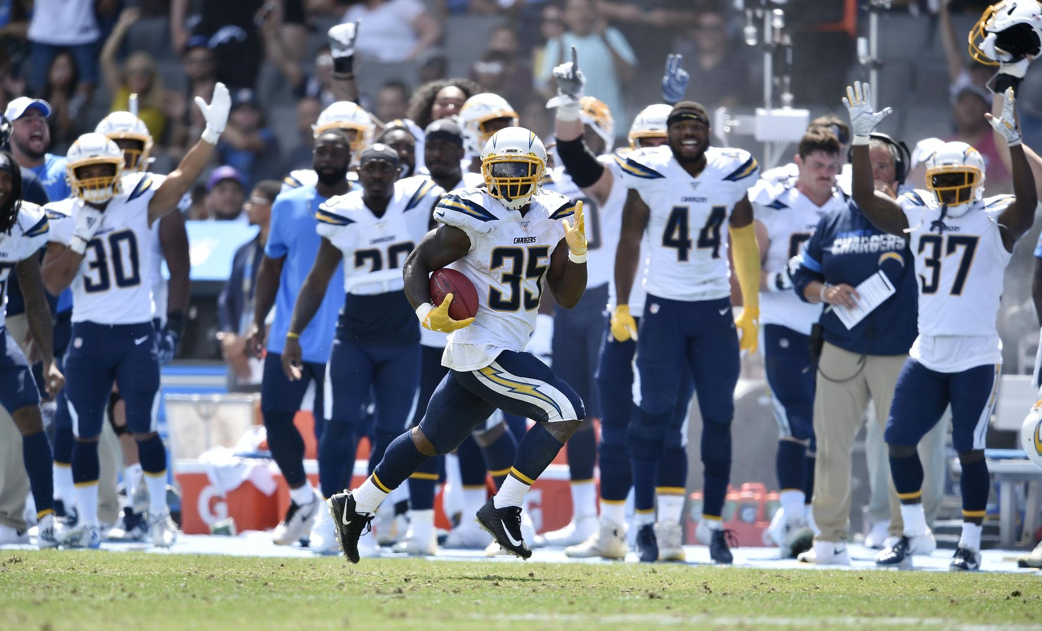 Saints_chargers_football_36554_s2048x1241