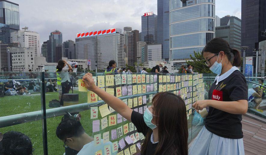 Hong Kong government officials meet amid bill withdrawal
