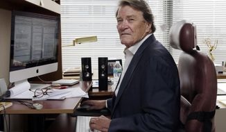 """CORRECTS AGE TO 74 - FILE - This Sept. 12, 2017 file photo shows """"60 Minutes"""" correspondent Steve Kroft in his office in New York. CBS says Kroft, 74, will retire from the news magazine at Sunday's season finale. (AP Photo/Richard Drew, File)"""