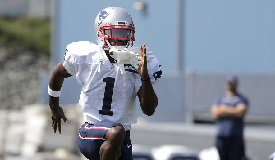 New England Patriots wide receiver Antonio Brown works out during NFL football practice, Wednesday, Sept. 11, 2019, in Foxborough, Mass. Brown to practiced with the team for the first time on Wednesday afternoon, a day after his former trainer filed a civil lawsuit in the Southern District of Florida accusing him of sexually assaulting her on three occasions.   (AP Photo/Steven Senne)