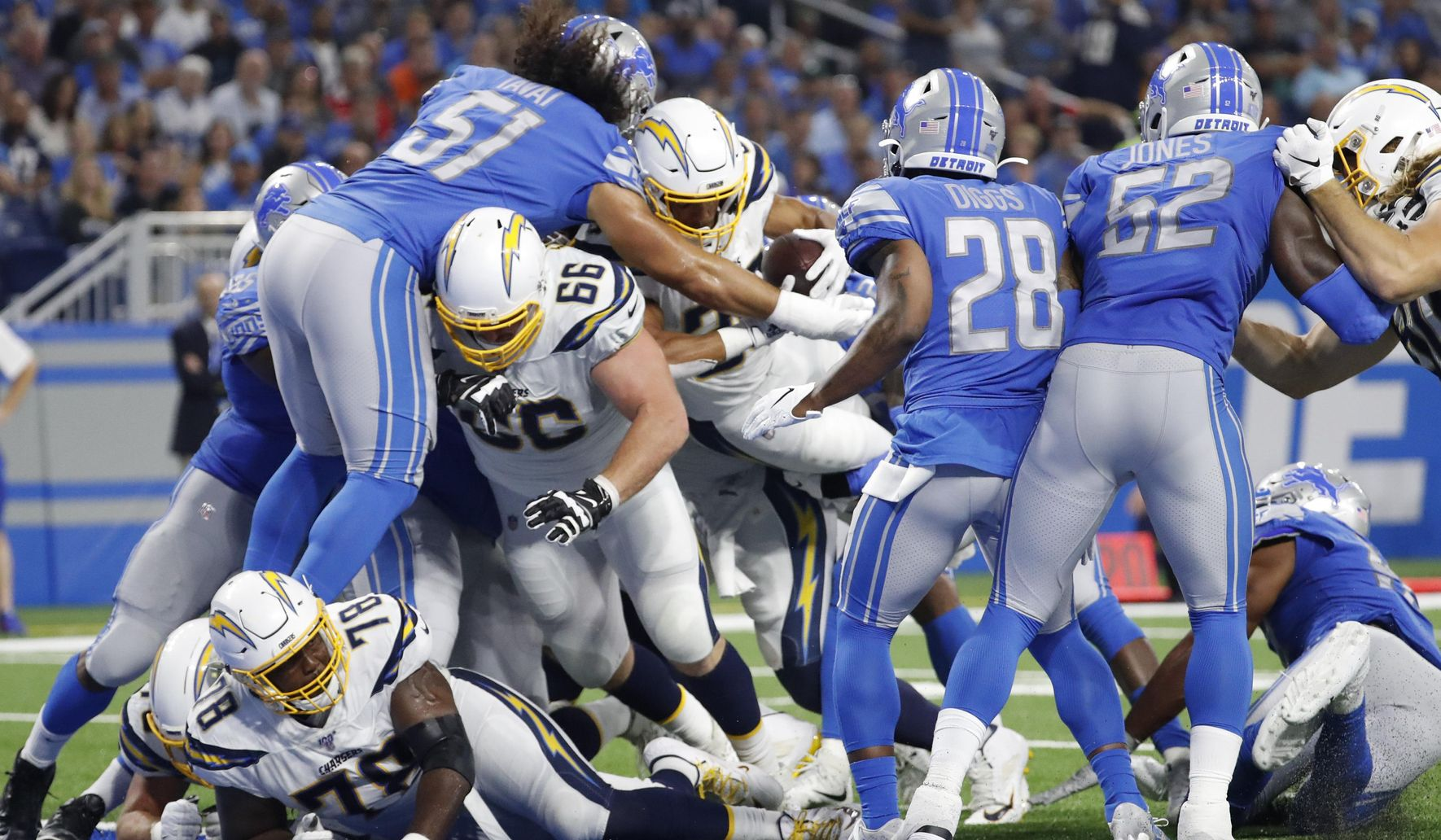 Chargers_lions_football_76310_c0-169-4039-2523_s1770x1032