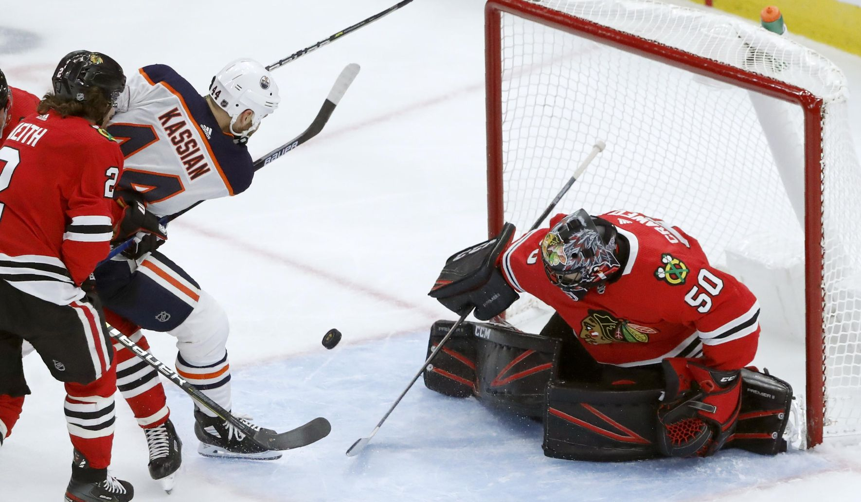 Oilers_blackhawks_hockey_41343_c0-124-2968-1854_s1770x1032
