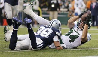 New York Jets' Ryan Griffin, right, scores a touchdown during the first half of an NFL football game against the Dallas Cowboys, Sunday, Oct. 13, 2019, in East Rutherford, N.J. (AP Photo/Adam Hunger)