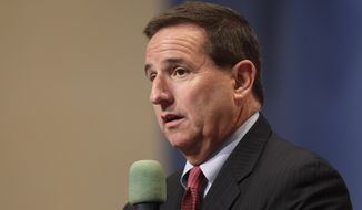 FILE - In this June 30, 2011 file photo, Oracle president Mark Hurd at an Oracle event in Redwood City, Calif.   Oracle as confirmed Hurd has died, Friday, Oct. 18, 2019. He was 62. Hurd had led two high-profile Silicon Valley companies, computer maker Hewlett-Packard as well as software company Oracle. (AP Photo/Paul Sakuma, File)