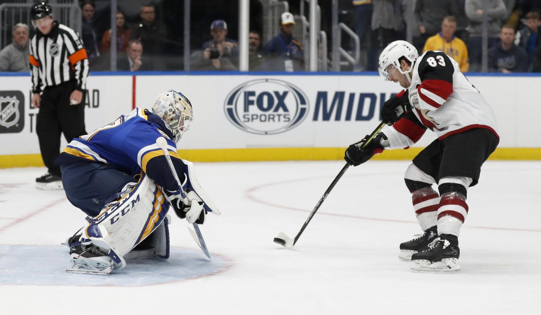 Coyotes_blues_hockey_38813_c0-124-2963-1851_s1770x1032
