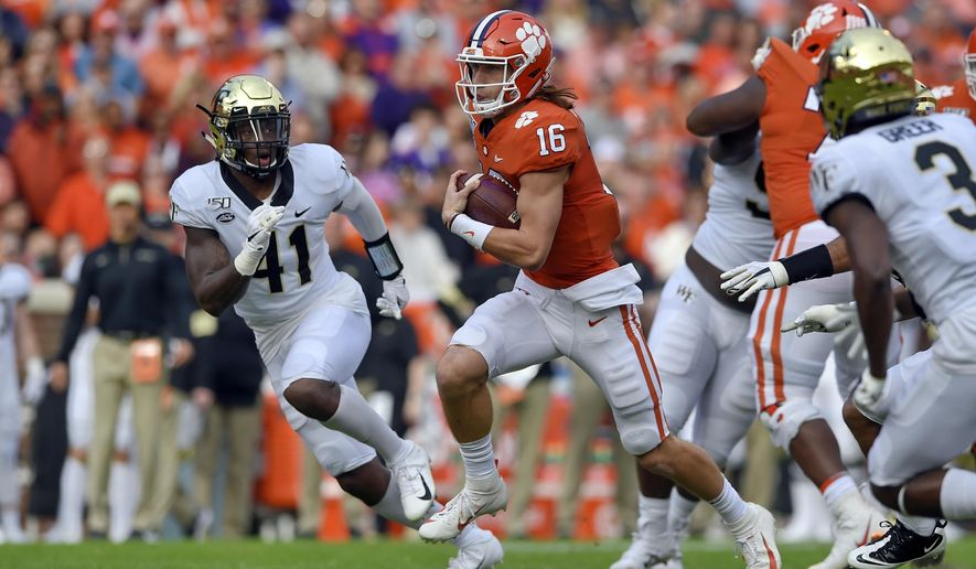 Lawrence Throws 4 Tds As No 3 Clemson Tops Deacons 52 3