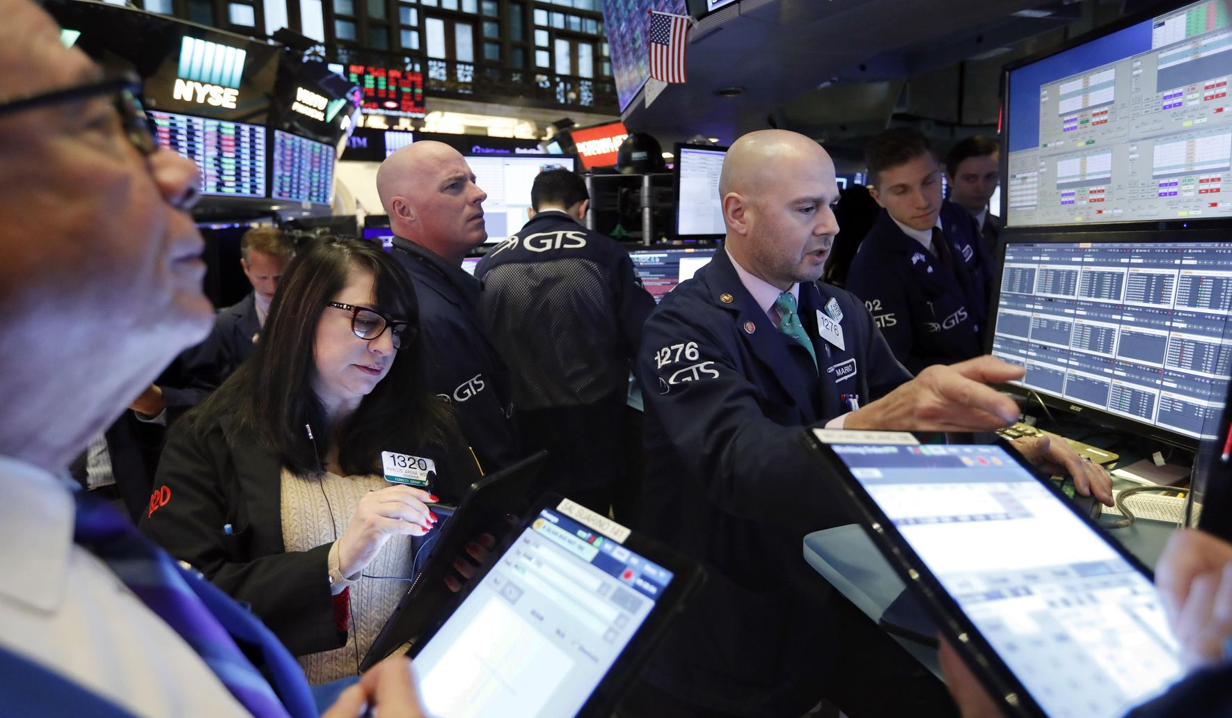 New US-China trade worries pull stocks lower on Wall Street