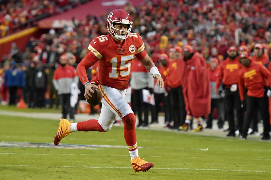 Kansas City Chiefs quarterback Patrick Mahomes (15) runs for a touchdown during the first half of an NFL football game against the Oakland Raiders in Kansas City, Mo., Sunday, Dec. 1, 2019. (AP Photo/Ed Zurga)