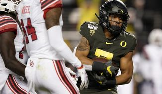 Oregon running back CJ Verdell (7) runs into the end zone for a touchdown against Utah during the first half of the Pac-12 Conference championship NCAA college football game in Santa Clara, Calif., Friday, Dec. 6, 2018. (AP Photo/Tony Avelar)
