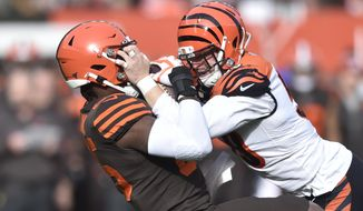 Cincinnati Bengals outside linebacker Nick Vigil, right, recovers a fumble against Cleveland Browns tight end David Njoku during the first half of an NFL football game, Sunday, Dec. 8, 2019, in Cleveland. (AP Photo/David Richard)