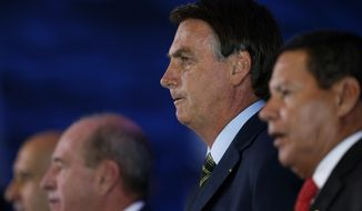 Brazil's President Jair Bolsonaro, second right, next to Vice President Hamilton Mourao, attend a lunch with Armed Forces General Officers in Brasilia, Brazil, Monday, Dic. 9, 2019. (AP Photo /Eraldo Peres)