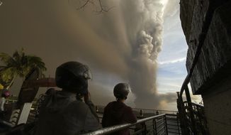 People watch plumes of smoke and ash rise from as Taal Volcano erupts Sunday Jan. 12, 2020, in Tagaytay, Cavite province, outside Manila, Philippines (AP Photo/Aaron Favila)