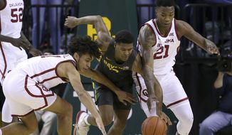Oklahoma forward Jalen Hill (1) Baylor guard Jared Butler (12) and Oklahoma forward Kristian Doolittle (21) reach for the loose ball in the first half of an NCAA college basketball game Monday, Jan. 20, 2020, in Waco, Texas. (AP photo/ Jerry Larson)