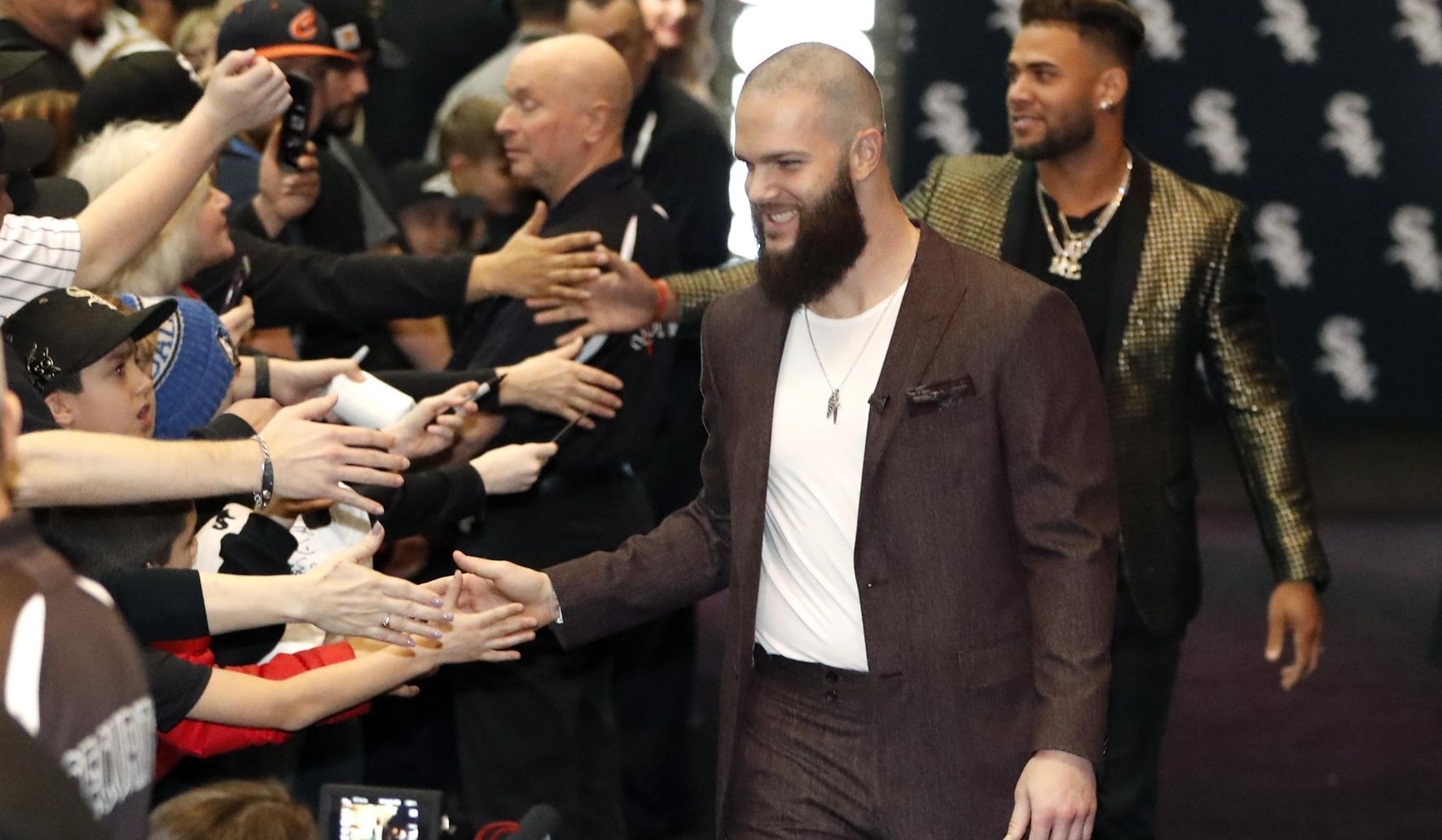 Image of article 'Keuchel apologizes for 2017 Astros' sign-stealing scandal'