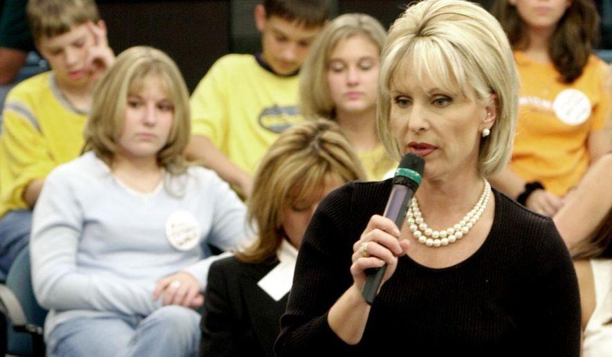 "This Nov. 1, 2001, file photo shows host Bobbie Battista preparing for the airing of the show ""TalkBack Live"" in Atlanta. (AP Photo/Ric Feld, File)"
