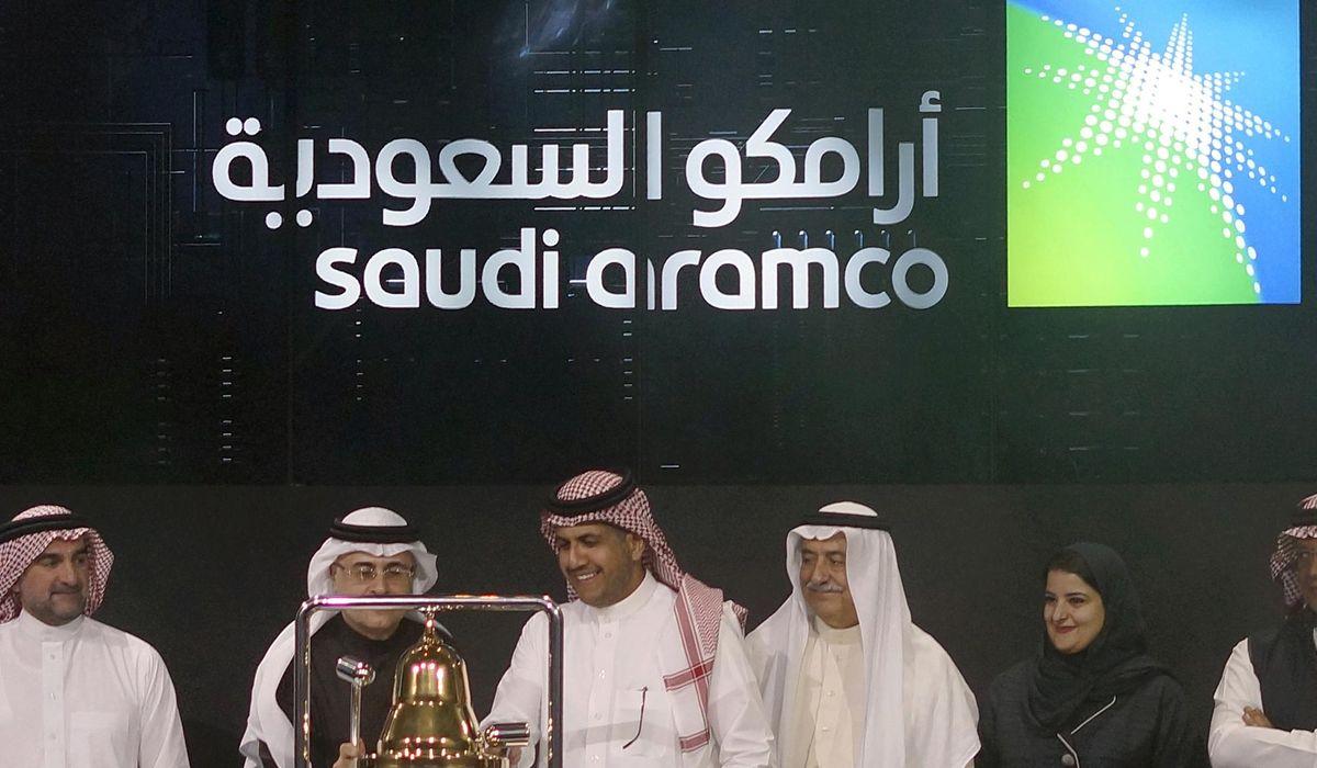 Trump says Russia and Saudi Arabia will cut oil production, stocks rise thumbnail