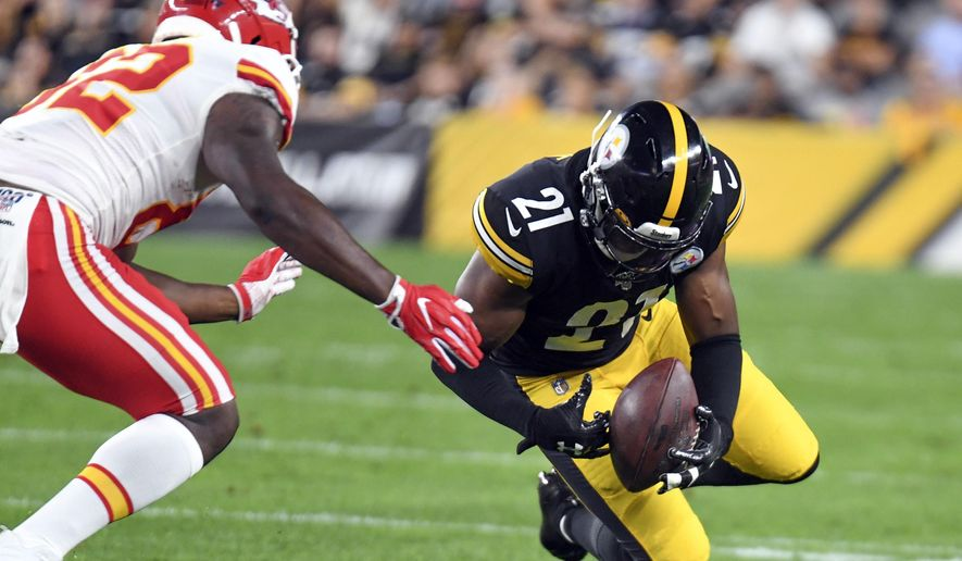 FILE - In this Saturday, Aug. 17, 2019, file photo, Pittsburgh Steelers free safety Sean Davis (21) recovers a fumble by Kansas City Chiefs tight end Deon Yelder (82) in the first half of a preseason NFL football game in Pittsburgh. The Washington Redskins are signing safety Sean Davis as part of their makeover under new coach Ron Rivera, Wednesday, March 18, 2020. Agent Drew Rosenhaus told The Associated Press that Davis is signing a one-year deal that can be worth up to $5 million.  (AP Photo/Barry Reeger, File)