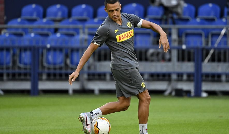Inter Milan's Alexis Sanchez exercises during the training session prior the Europa League round of 16 soccer match between Inter Milan and Getafe at the Veltins-Arena in Gelsenkirchen, Germany, Tuesday, Aug. 4, 2020. (Ina Fassbender/Pool via AP)