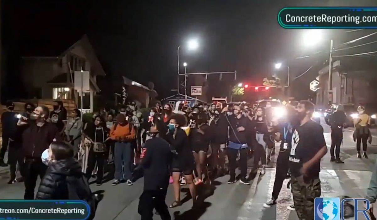 Black Lives Matter crowd demands Seattle homeowners 'give up' property: 'We coming for it'