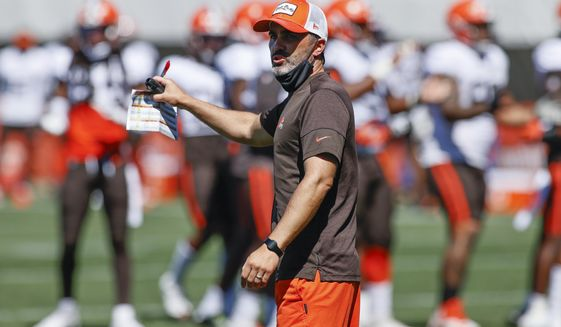Cleveland Browns head coach Kevin Stefanski gestures during practice at the NFL football team's training facility Wednesday, Aug. 19, 2020, in Berea, Ohio. (AP Photo/Ron Schwane)