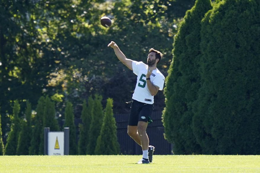 New York Jets quarterback Joe Flacco throws during practice at the NFL football team's training camp in Florham Park, N.J., Thursday, Aug. 20, 2020. (AP Photo/Seth Wenig)