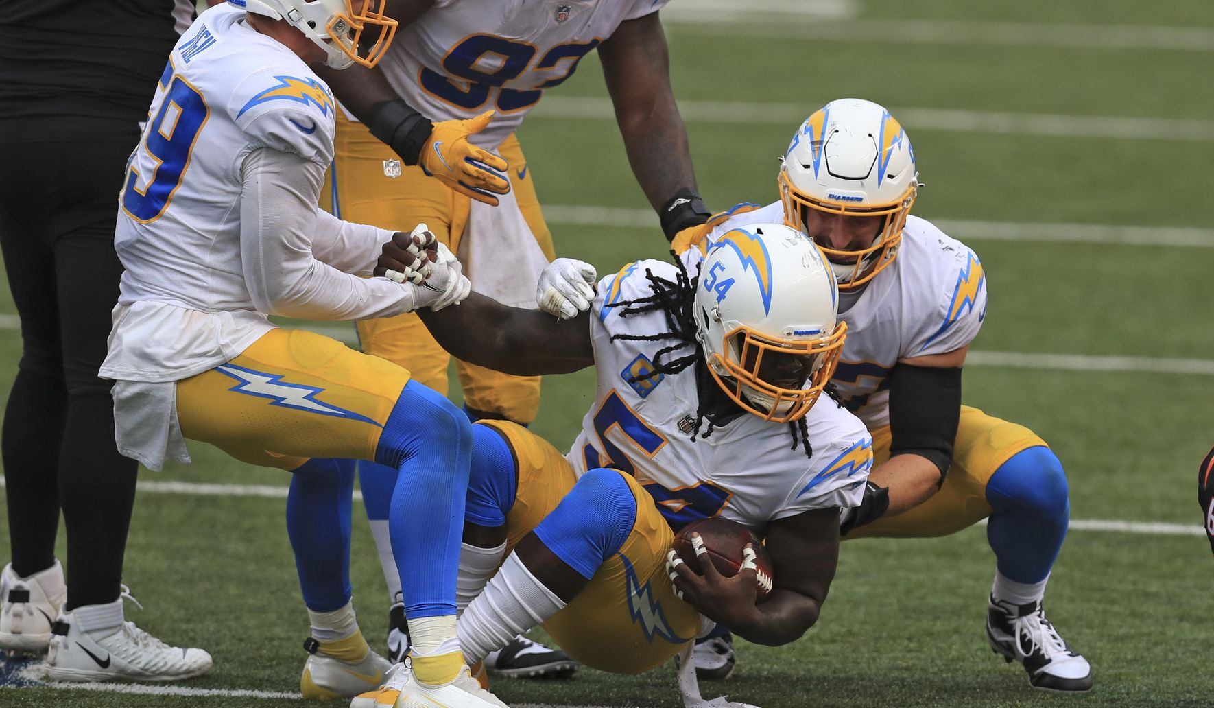Chargers_bengals_football_10655_c0-169-3978-2488_s1770x1032